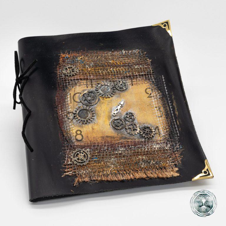 Agenda Breely Story din piele natural cu aplicații. Steampunk- Ceasuri. Handmade